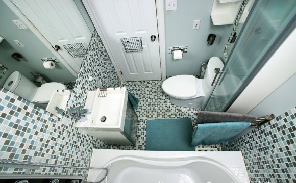 Ванная комната с мозаичной